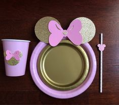 SHOP WILL BE CLOSED JUNE 29th-JULY 6th. Please plan accordingly. **Please leave the date of your event***  10 Super CUTE Table set Light pink with Gold Glitter Minnie Mouse with Bow.  Full Set includes: 10 Pink dinner paper plates with glitter ears and bow 10 Gold dessert paper plates