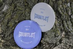 Are you searching for a reliable putter with stable flight? Then it is time to challenge the course with the Gauntlet, a high profile putt and approach disc with a beaded rim. A stable flyer with good glide makes it a handy weapon in every bag. It is similar to the Macana but with a less rounded lower rim. Hit your target dead center with the Gauntlet! Now available in Zero Soft and Zero Hard.   Speed: 2 Glide: 5 Turn: 0 Fade: 1