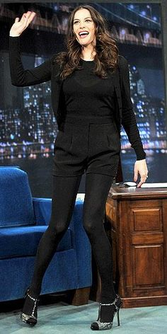 Who made Liv Tyler's silver glittler sandals that she wore on Late Night with Jimmy Fallon? Tights And Heels, Shorts With Tights, Black Tights, Liv Tyler Hair, Rachel Bilson, Latest Shoe Trends, Mischa Barton, All Black Outfit, How To Wear Scarves