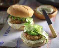 Υπέροχο Burger με μπακαλιάρο. Ένα διαφορετικό μπέργκερ για όσους αγαπούν το ψάρι.