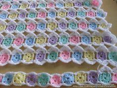 one-round Granny crochet blanket Crochet Afghans, Crochet Baby Blanket Free Pattern, Crochet Quilt, Granny Square Crochet Pattern, Afghan Crochet Patterns, Crochet Squares, Crochet Stitches, Free Crochet, Crochet Crafts