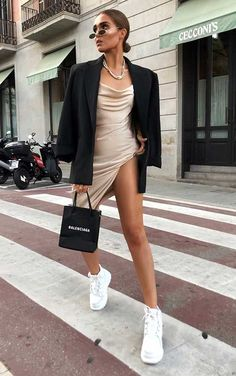 On the way to pasta like 🍝 dress - link on story Cute Casual Outfits, Chic Outfits, Summer Outfits, Fashion Outfits, Womens Fashion, Dress Fashion, Aesthetic Fashion, Look Fashion, Aesthetic Clothes