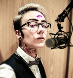 kateordie:  theothergeekette:  Welcome to Night Vale by ~mad-englishman FFFFFF PERFECT CECIL COSPLAY HELP  Wow wow wow