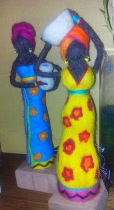 Negritas con vellon agujado Felt Crafts, Diy Crafts, Wool Needle Felting, Felt Fairy, Fairy Dolls, Felt Dolls, Christmas Ornaments, Holiday Decor, Handmade