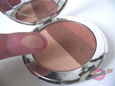 être belle Diamond Sensation Powder es la joya de la corona: Maquillaje compacto con fórmula exclusiva de textura ultraligera que aporta un acabado suave y aterciopelado nunca visto. Descubre qué opinan nuestras blogueras!