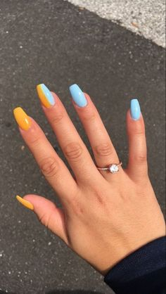 The Most Beautiful Coffin Acrylic nails Design for This Season – Page 18 of 20 Der schönste Sarg Acrylnägel Design. Bright Summer Acrylic Nails, Simple Acrylic Nails, Acrylic Nail Designs, Funky Nail Designs, Summer Nails, Painted Acrylic Nails, Acrylic Nails Coffin Short, Fall Nails, Art Designs
