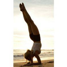 Le gainage de la planche sur les coudes. Cet exercice permet de raffermir et de muscler les abdominaux et la ligne du buste. C'est un exercice assez doux car il ne demande pas de faire des charges directes sur les muscles. Ça travaille la contraction musculaire des abdominaux – idéal pendant une cure Detox car plutôt douce comme exercice.