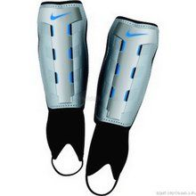 Nike T90 CHARGE Shin pad DESIGN: High-Density Shell with Reinforced Tibia for high-strength protection. STRAPPING: Rear-Fastening Top Strap for a secure and comfortable fit. ANKLE PROTECTION: Attached Ankle Guard for addition http://www.comparestoreprices.co.uk/football-equipment/nike-t90-charge-shin-pad.asp