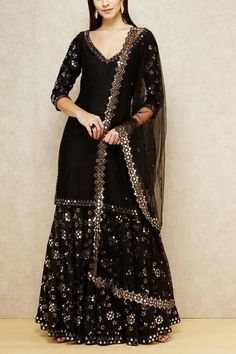 Find most amazing black lehenga designs for your bridal parties here and bold your beauty. Check the exclusively curated list of latest black lehengas. Pakistani Dresses Casual, Indian Gowns Dresses, Indian Fashion Dresses, Dress Indian Style, Pakistani Dress Design, Black Pakistani Dress, Indian Style Clothes, Pakistani Fashion Party Wear, Sharara Designs