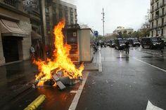 Miles de universitarios protestan por las calles de Barcelona en la jornada de huelga