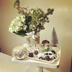 Changed the flowers, and the car is in place... I love it! 😍🚗🎄 #hydrangea #pine #aspentree #enjoylittlethings #housedoctor #interiordecor #autumndecor #decorinspiration #rivieramaisondetails #rivieramaison #52daysuntilchristmas #christmascountdown #saltzburgcakestand #potterybarn #mypotterybarn #nannantyyliin