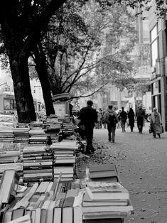 NY, before Mayor Giuliani declared open warfare on street booksellers...