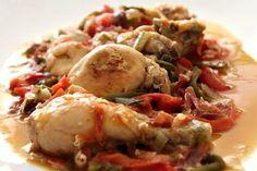 La recette du poulet au chilindrón avec votre Thermomix, une délicieuse recette traditionnelle espagnole et plus particulièrement du pays Basque.