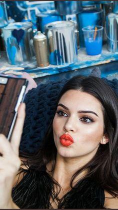 Stylish 37 Astonishing Kendall Jenner Makeup Ideas For Women That Looks More Beautiful Kendall Jenner Maquillaje, Kendall Y Kylie Jenner, Kim Kardashian, Estilo Jenner, Perfect Cat Eye, Cat Eye Makeup, Jenner Sisters, Celebrity Makeup, Looks Vintage