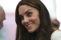 Kate Middleton Photos Photos - Catherine, Duchess of Cambridge speaks to…
