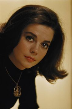 Natalie Wood - ♥ celebrity, beauty- i keep hearing that I look like her.
