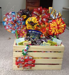 Nice Surprise with Candy Gift Baskets : Candy Gift Baskets Ideas. Candy Gift Baskets, Raffle Baskets, Diy Gift Baskets, Basket Crafts, Christmas Crafts For Gifts, Craft Gifts, Diy Gifts, Christmas Baskets, Diy Christmas