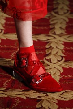 Simone Rocha Fall 2016 Ready-to-Wear Accessories Photos - Vogue Red Shoes, Sock Shoes, Cute Shoes, Me Too Shoes, Shoe Boots, Shoe Show, Unique Shoes, Fashion Week, Oxfords