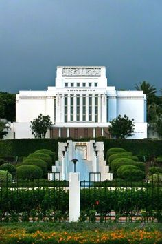 Laie Hawaii Temple of The Church of Jesus Christ of Latter-day Saints. Built in it was the fourth temple built by the church. Lds Temple Pictures, Lds Pictures, Sunday Pictures, Church Pictures, Mormon Temples, Lds Temples, Hawaii Temple, Later Day Saints, Lds Mormon