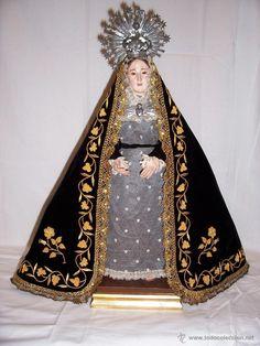 VIRGEN DOLOROSA O DE LA SOLEDAD, TALLA DE MADERA DEL S. XIX, VESTIDERA, CON MANTO BORDADO EN ORO