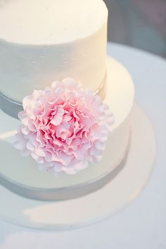 Southern weddings, Southern wedding ideas, pink peony wedding cake, pink and grey wedding cake, Florida wedding, modern Florida wedding