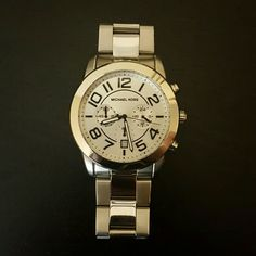 Michael Kors Watch Silver Michael Kors watch, in excellent condition! Michael Kors Accessories Watches