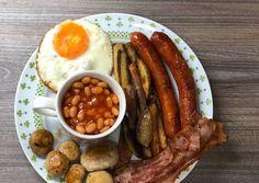 Angol reggeli   TakácsRéka receptje - Cookpad receptek Sausage, Bacon, Meat, Food, Diy, Bricolage, Sausages, Essen, Do It Yourself