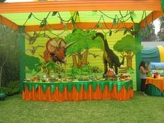 children's party decoration with the theme dinosaurs Dinosaur Birthday Party, 6th Birthday Parties, 2nd Birthday, Birthday Ideas, Dinosaur Projects, Jungle Theme Parties, Cute Themes, Time Kids, Baby Party
