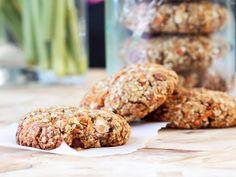 Her i huset elsker vi frokost cookies. Jeg spiser dem sjeldent til frokost, men Vilde og Daniel får dem stadig servert, sammen med en smoothie, på vei ut døren. Jeg bruker dem mest som mellommåltid, før trening eller når jeg trenger sunn mat på farten. Cookiene i seg …
