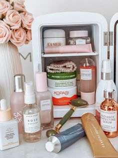 Skin Fridge Pink skin fridge Skin care essentials skin fridge essentials Skin care products Blondie in the City by Hayley Larue Skin Tips, Skin Care Tips, Beauty Care, Beauty Skin, Beauty Hacks, Beauty Essentials, Diy Beauty, Modern Essentials, Best Beauty Tips