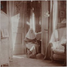 Grã-duquesa Tatiana Nikolaevna, no boudoir malva, Alexander Palace, em 1915.