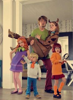 Make your Halloween psecial with matching Halloween costume for your entire family. Here are the best Family Halloween Costume ideas for 2019 Matching Family Halloween Costumes, Disney Family Costumes, Funny Family Costumes, Disney Couples, Disney Disney, Cute Halloween Costumes, Halloween Kids, Halloween Party, Halloween Couples