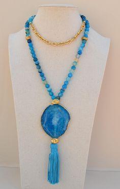 Collar de Agatas azules facetadas y abalorios en zamak