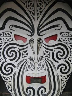 Maori Art & Symmetry - cool for embossed metal masks. Maori Face Tattoo, Ta Moko Tattoo, Maori Tattoos, Maori Symbols, Maori Patterns, Maori People, New Zealand Art, Maori Tattoo Designs, Nz Art