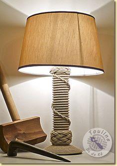 Pied lampe demi-clés et bonnet turc