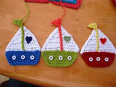crochet boat pattern – Knitting Tips Marque-pages Au Crochet, Crochet Boat, Appliques Au Crochet, Crochet Mignon, Crochet Amigurumi, Love Crochet, Crochet For Kids, Crochet Crafts, Crochet Flowers