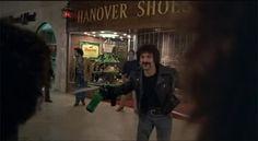 dawn of the dead 1978  Tom Savini, responsable de los efectos de maquillaje, tiene un breve papel como uno de los cabecillas de los moteros. Savini es un habitual en las películas del género.