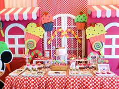 Minnie Mouse Candyland dessert table