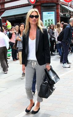 This simply stripe crop pants and plain black blazer looks good on the street