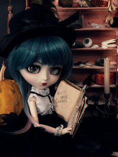 This photo was taken for Pullip Halloween contest. I love how Salem looks like on this shoot. <3