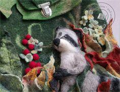 Für Tier- und Waldliebhaber ein Hingucker! Wunderbare und außergewöhnliche Tasche aus Bergschaft- und Merinowolle handgefilzt. Sehr robust. Aufwändige Deko-Elemente sind nadel- und nassgefilzt und...