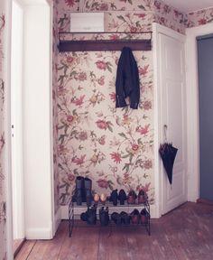 tapet blommig emmas vintage hatthylla sekelskift