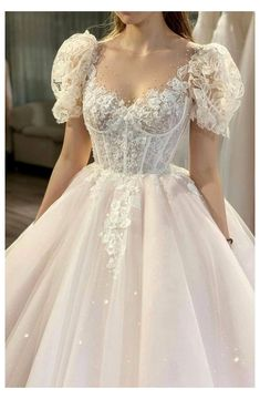 21+ Princess Wedding Dress Ideas & Trends 2021 You Need to Know #wedding #dresses #wedding #dresses #ball #gown #weddingdressesweddingdressesballgown Having the perfect bridal look on the big day is every woman's dream. You might already have an idea of how you want your dress to look, but knowing exactly how to describe your dream Quince Dresses, Ball Dresses, Prom Dresses, Royal Dresses, Tulle Prom Dress, Debut Dresses, Prom Outfits, Wedding Outfits, Bride Dresses