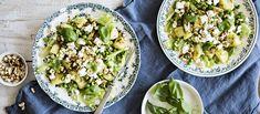 Tähteeksi jääneistä keitetyistä perunoista syntyy maukas salaatti, joka viimeistellään paahdetulla pähkinärouheella ja sitruunapesto-kastikkeella. Noin 2,50 €/annos*.