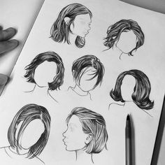 Zeichnen von Frisuren für Ihre Charaktere Practicing some shorter hairstyles in biro. For the last 3 years I'd often do my best to avoid drawing hair, every time I found it so frustrating! (And still do *cries*) But I finally realized not long ago tryin Pencil Art Drawings, Art Drawings Sketches, Drawings Of Hair, Sketch Art, Digital Art Illustration, Pelo Anime, Hair Sketch, Hair Style Sketches, Arte Sketchbook