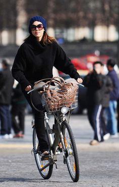 Celebrity (Jessica Alba) Bicycles Love Girls. http://bicycleslovegirls.tumblr.com/
