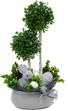 25 Gorgeous DIY Easter Tablescape Decorating Ideas For Spring Easter Flower Arrangements, Easter Flowers, Easter Projects, Easter Crafts, Spring Crafts, Holiday Crafts, Easter Bunny, Easter Eggs, Diy Easter Decorations