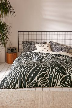 Shop Kris Tate For Deny The Garden Duvet Cover at Urban Outfitters today. We carry all the latest styles, colors and brands for you to choose from right here. This headboard My New Room, My Room, Dorm Room, Bedroom Inspo, Bedroom Decor, Master Bedroom, Duvet Covers Urban Outfitters, Diy Bed, Trendy Bedroom