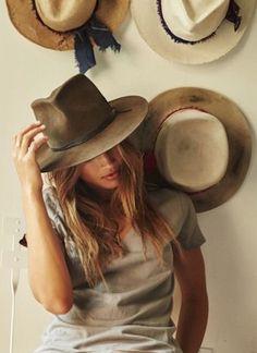 The Classy Issue Boho Fashion, Autumn Fashion, Fashion Outfits, Womens Fashion, Bohemian Style, Hippie Boho, Chapeau Cowboy, Estilo Glamour, Estilo Country