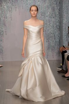 Pin for Later: 150 Must-See Styles From Bridal Fashion Week Autumn/Winter 2016 Monique Lhuillier